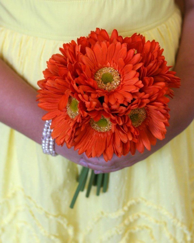 Букет от 15 броя оранжеви гербери от Бутик Лилия