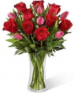 Букет от червени рози и розови лалета Варна