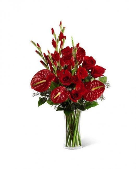 Букет от рози и антуриуми