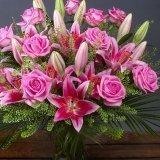 букет от красиви цветя - рози, лилиум и хризантеми