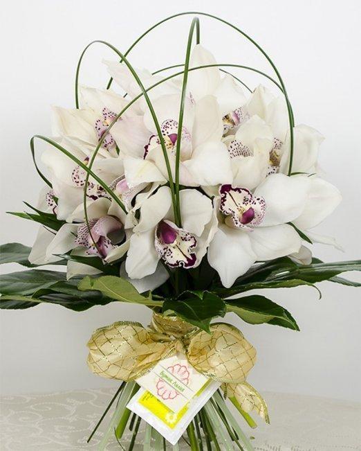 Букет White princess бели орхидеи