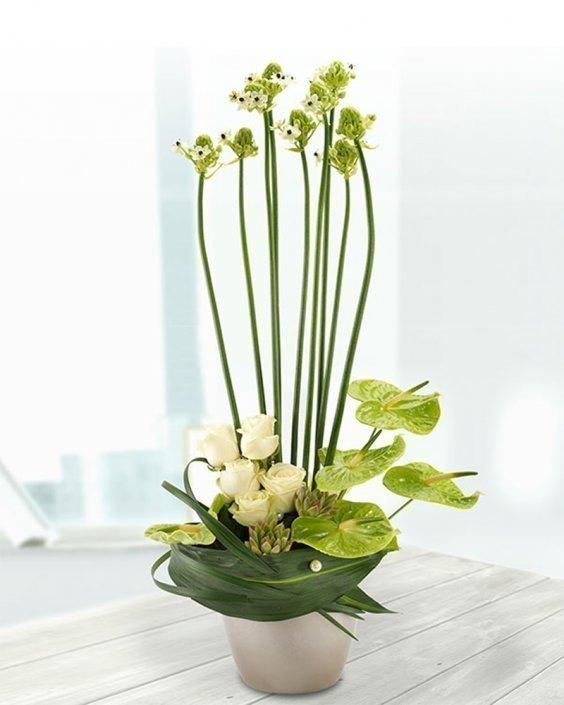 Антуриум с рози и орнитогалум