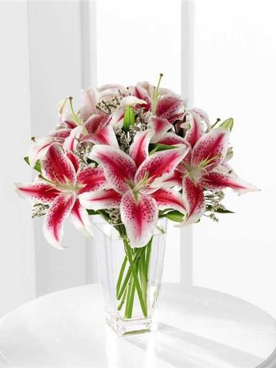 Можете ли да откриете разликите между модерните изкуствени цветя и свежите