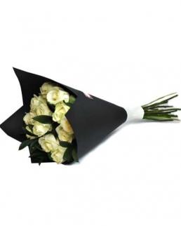 Букет от 11 бели рози - Доставка на цветя от Бутик Лилия