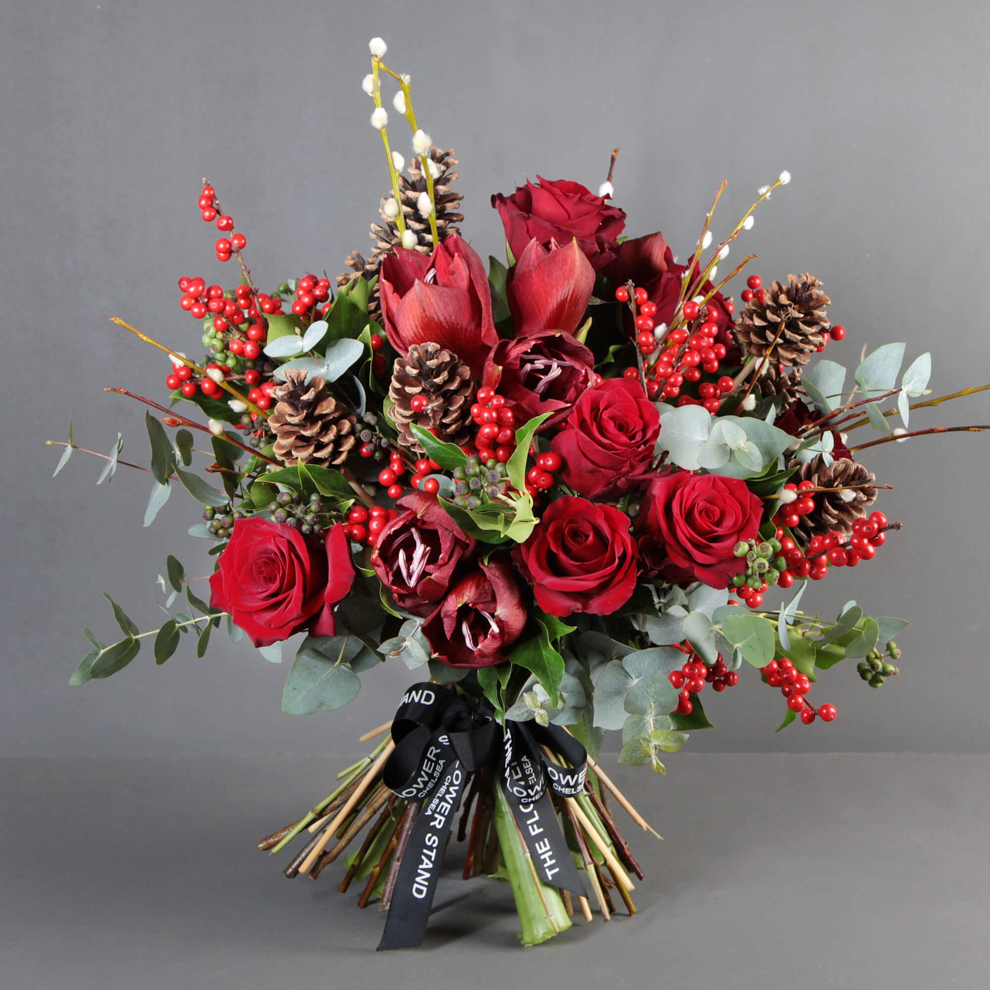 Роза, амарилис, евкалипт, илекс, декорация