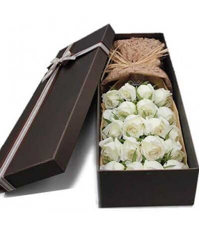 21 бели рози