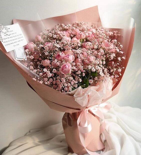 9 розови спрей рози с гипсофила
