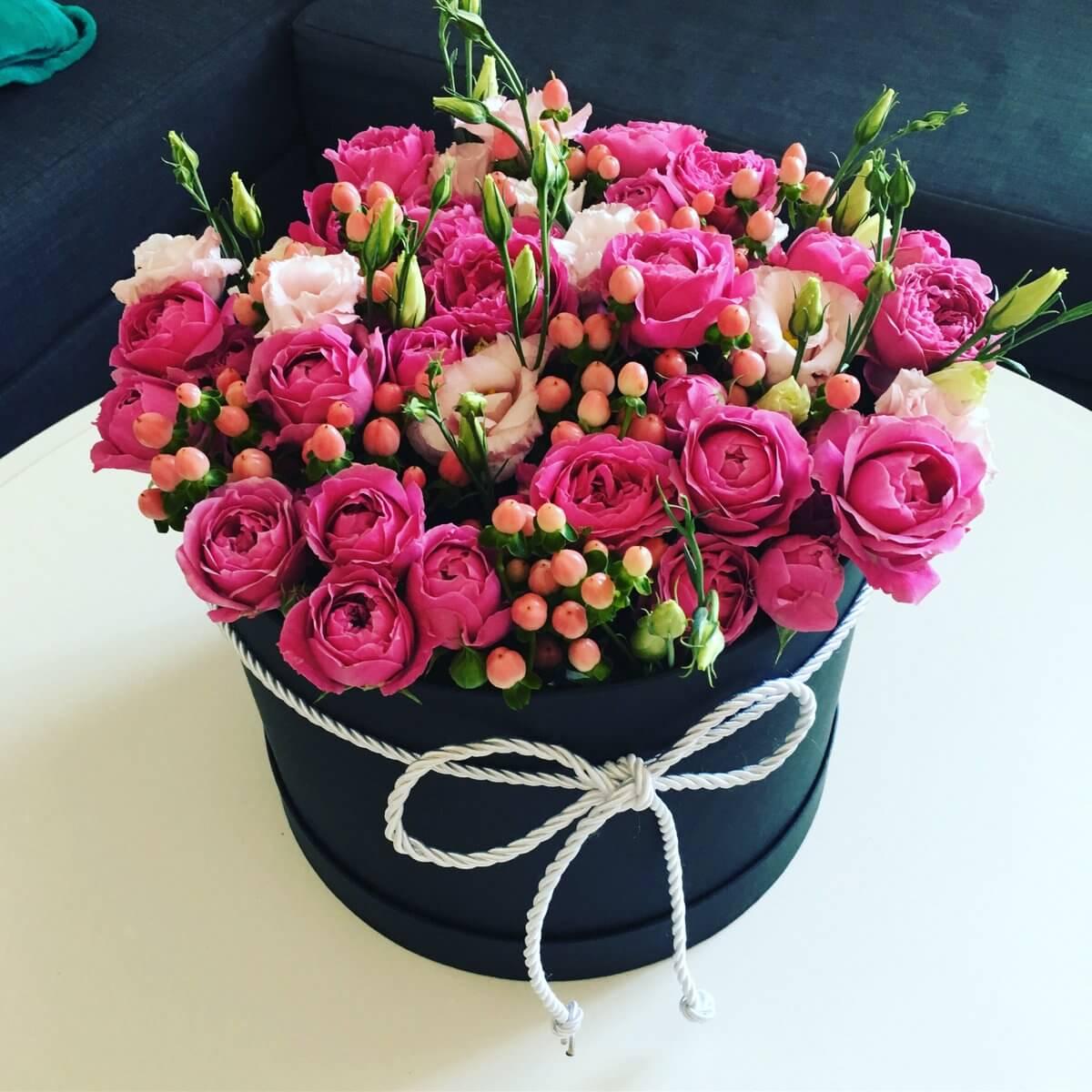 Спрей роза с еустома и хиперикум