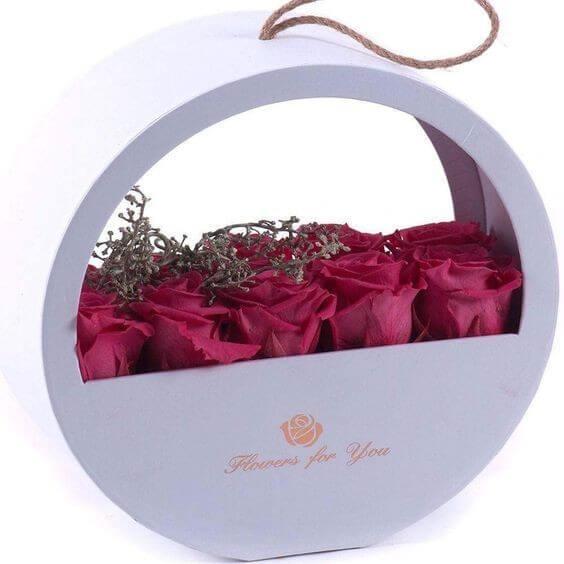 Рози в луксозна кутия-цвят по избор